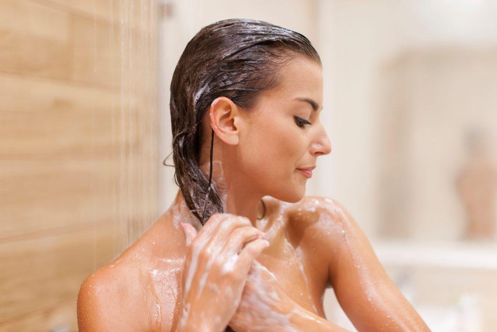 mulher no banho